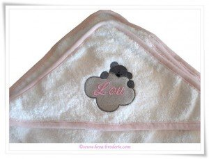 cape-brodee-personnalisee-ourson-lou_krea-broderie
