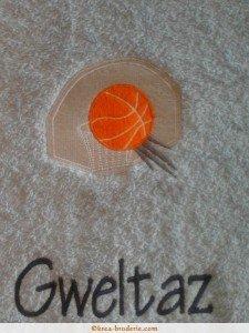 kr a broderie serviettes de toilette personnalis es sports ballons et balles. Black Bedroom Furniture Sets. Home Design Ideas