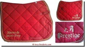 tapis-de-selle-brode-ecurie-haras-de-saint-fray_logo-prestige-italia_page