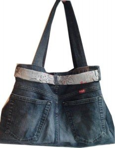 Kr a broderie comment donner une seconde vie un vieux jean s - Faire un sac avec un jean ...