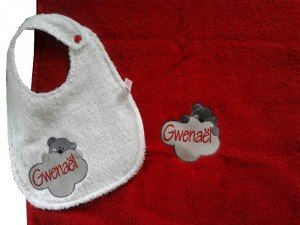 serviette-brodee-personnalisee_teddy-bear-cloudy_et-bavoir-assorti_gwenael