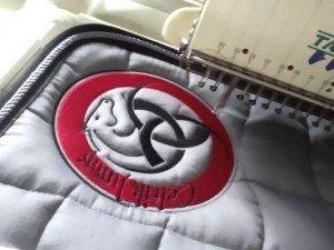 tapis-de-selle-equitation-brode-logo-celtic-jump-2015